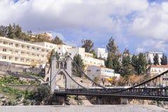 CONSTANTINE, ALGÉRIE - 7 MARS 2017 : Le pont suspendu ou la passerelle de Sidi M Cid croise les gorges 175 mètres au-dessus du c Image libre de droits