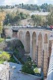 CONSTANTINE ALGIERIA, MAR, - 7, 2017: Sidi Rasheed mosta część Rhumel jest usytuowanym wysokość na skałach z widokiem starego mia Obrazy Stock