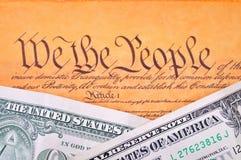 Constitución y dólar de los E.E.U.U. Fotografía de archivo