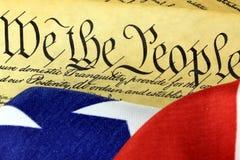 Constituição dos E.U. - nós os povos com bandeira americana Fotos de Stock Royalty Free