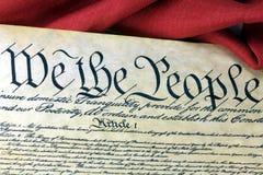 Constituição dos E.U. - nós os povos com bandeira americana Imagens de Stock Royalty Free