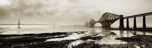 Constrói uma ponte sobre adiante Panor monocromático Fotos de Stock Royalty Free