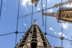 Constraction起重机在Sagrada Familia 免版税库存图片