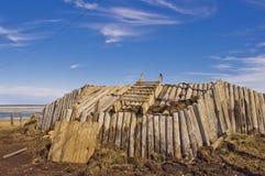 Construção ártica canadense da cabana da grama imagens de stock royalty free