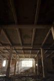 Construção abandonada com a luz que vem pela janela Fotos de Stock Royalty Free