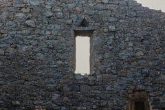 Construção abandonada na exploração agrícola de Pisao fotografia de stock