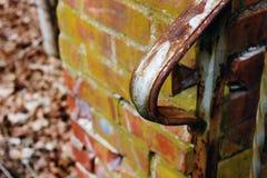 Construção abandonada velha do asilo da escola do hospital do tijolo imagens de stock royalty free