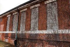 Construção abandonada velha do asilo da escola do hospital do tijolo fotografia de stock royalty free