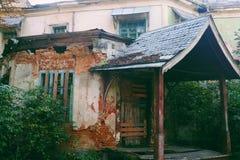 construção abandonada velha na região de Zhytomyr, no outono 2018 & no x28; casa Tereshchenkov& x29; fotos de stock