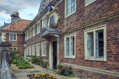 Construção administrativa da faculdade de Sarum, Salisbúria, Inglaterra foto de stock royalty free