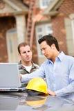 Construção: Arquiteto Finds Issue com planos Imagem de Stock
