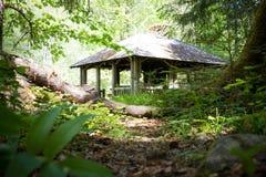 Construção bonita na floresta foto de stock royalty free