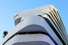 Construção branca no céu azul Imagem de Stock Royalty Free