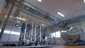 Construção brilhante do encanamento na planta industrial 4K video estoque