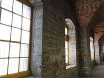 Construção cinzenta interior da pedra calcária imagem de stock