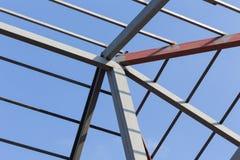Construção civil residencial do fardo do telhado das vigas de aço Fotografia de Stock Royalty Free