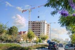 construção civil 15-story residencial no distrito verde Foto de Stock