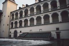 Construção clássica velha na cidade velha de Vilnius foto de stock royalty free