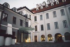Construção clássica velha na cidade velha de Vilnius imagens de stock
