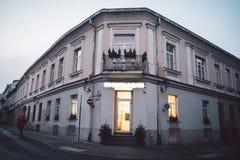Construção clássica velha na cidade velha de Vilnius fotos de stock