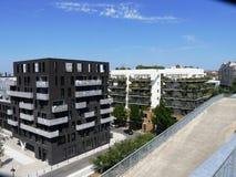 Construção com balcões verdes em um distrito de Nantes Fotos de Stock