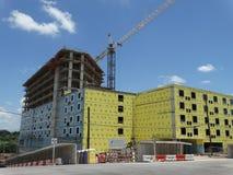 Construção com Crane Under Construction em Austin Texas Foto de Stock