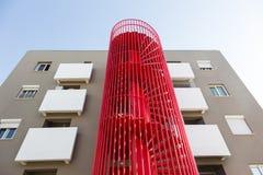 Construção com escadas vermelhas Fotos de Stock Royalty Free