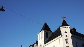Construção com o céu azul em Bergen, Noruega imagem de stock royalty free
