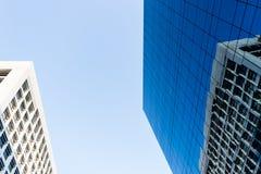 Construção com os espelhos azuis decorados Imagem de Stock