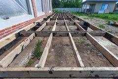 A construção com terraço Fotografia de Stock Royalty Free