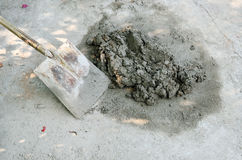 Construção com trabalho concreto do cimento Imagens de Stock Royalty Free
