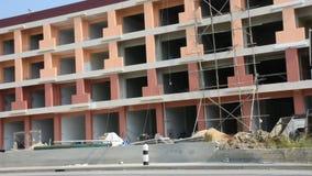 Construção comercial da construção do funcionamento do trabalhador dos povos tailandeses no canteiro de obras filme