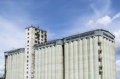 Construção concreta do silo fotografia de stock royalty free