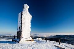 Construção congelada em Sniezka, Karkonosze, Polônia Fotos de Stock