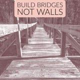 A construção constrói uma ponte sobre não paredes Fotos de Stock