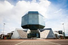 Construção da biblioteca nacional de Bielorrússia imagens de stock