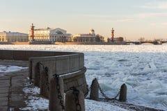A construção da bolsa de valores de St Petersburg imagem de stock