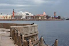 A construção da bolsa de valores de St Petersburg fotos de stock