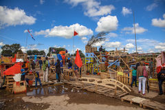 Construção da cabana durante a escola holday Fotos de Stock