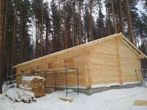 Construção da casa das barras de madeira fotografia de stock royalty free
