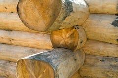 Construção da casa de log apta handcrafted do escrevente foto de stock royalty free