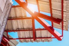 Construção da casa do telhado com lotes da telha Fotografia de Stock