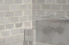 A construção da casa nova, fundação de construção mura usando blocos de cimento, espaço da cópia Imagens de Stock