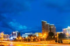 Construção da cena da noite em Minsk, Bielorrússia Imagens de Stock Royalty Free