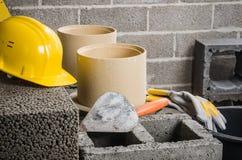 Construção da chaminé cerâmica modular na casa fotografia de stock