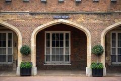 Construção da corte do mosteiro, Londres, Reino Unido fotografia de stock royalty free