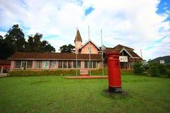 Construção da estação de correios geral com um horologium Imagens de Stock