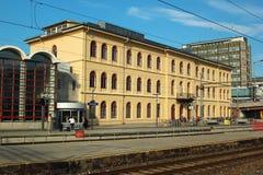 Construção da estação de trem em Drammen, Noruega fotos de stock