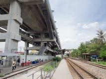 A construção da fachada da estação da relação de trilho do aeroporto do krabang do lat é linha ferroviária de alta velocidade a B imagens de stock royalty free