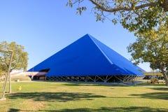 Construção da forma de Speical Pyarmid - Walter Pyramid fotos de stock